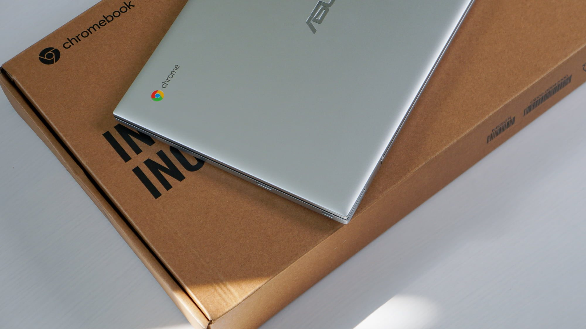 ASUS Chromebook C425 Unboxing and Hands-On [VIDEO]