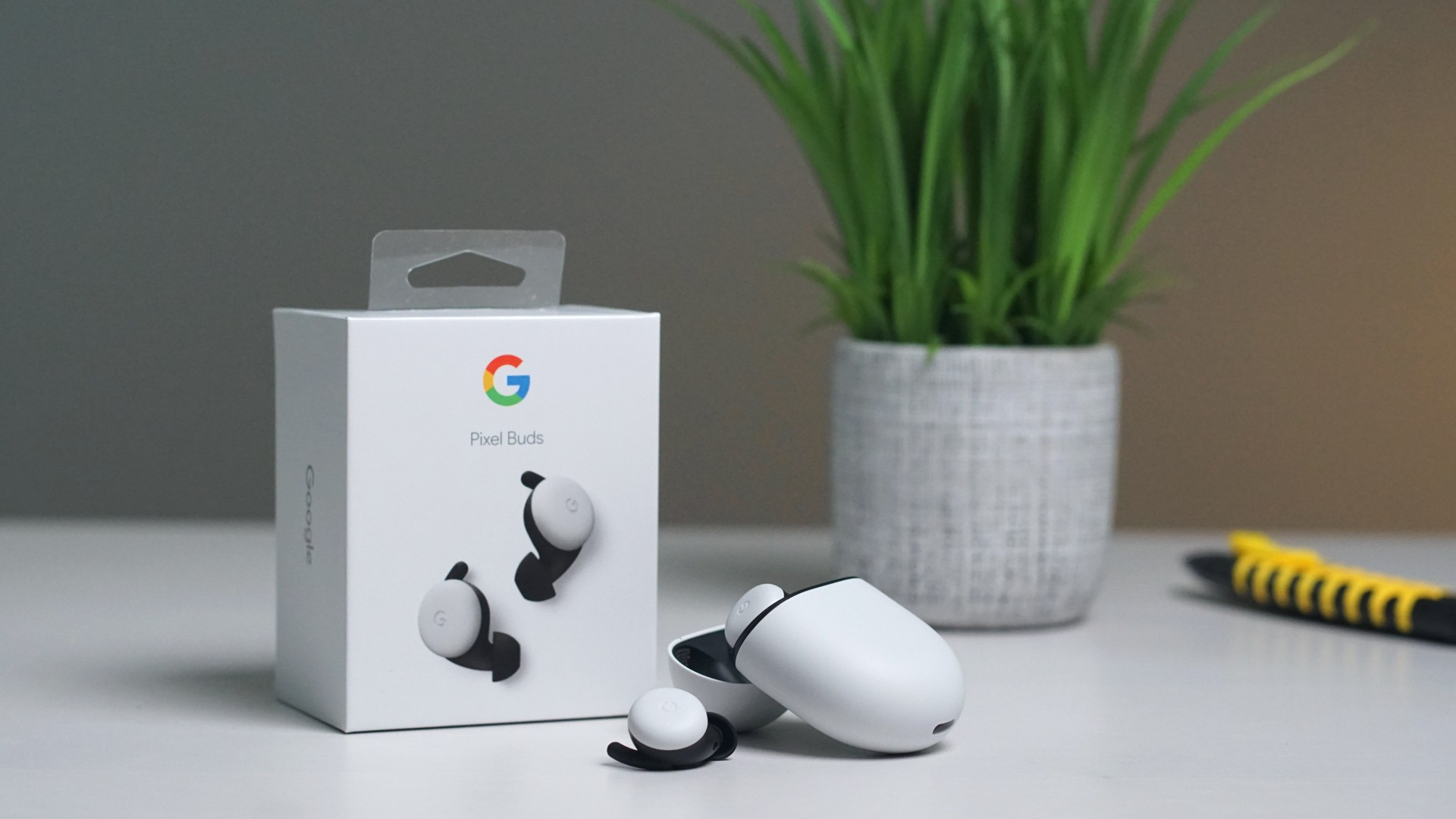 Unboxing and setting up the new Google Pixel Buds